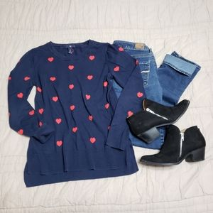 🛍 GAP Heart Sweater